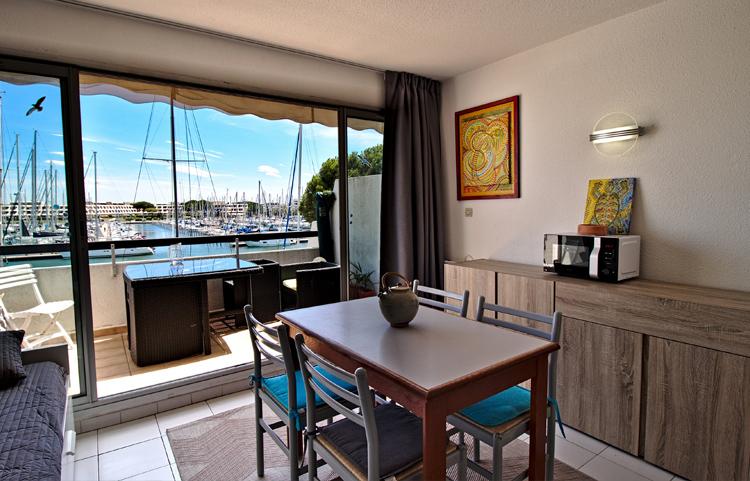 Salon et terrasse appartement les Rivages d'Ulysse