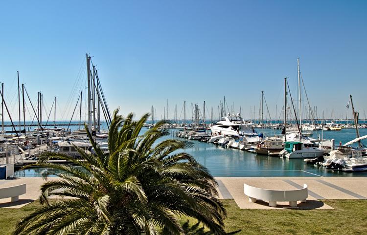 Vue sur la sortie de Port-Camargue depuis un appartement des Rivages d'Ulysse