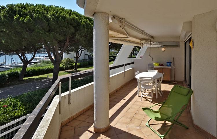 Terrasse appartement avec vue Port-Camargue dans les Rivages d'Ulysse