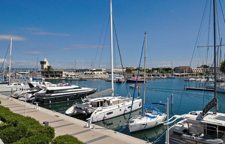 Terrasse avec vue port-camargue appartement 135 Les Rivages d'Ulysse