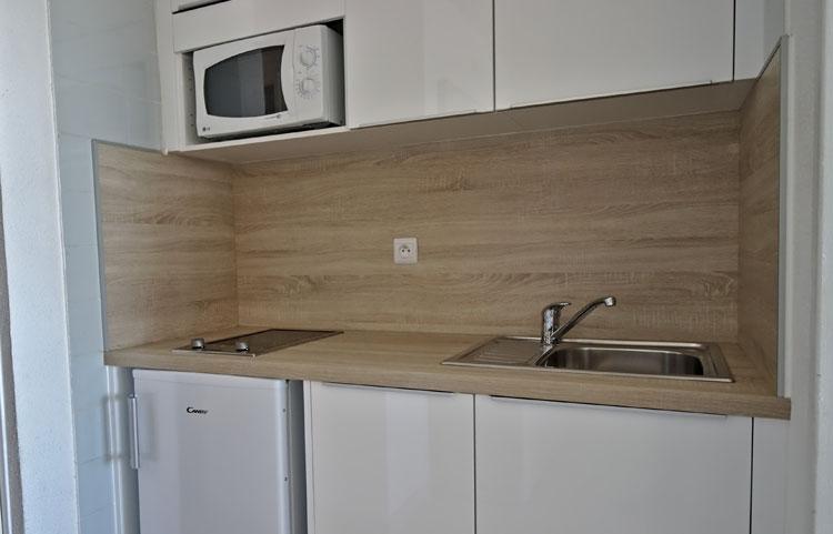 Cuisine studio avec cabine