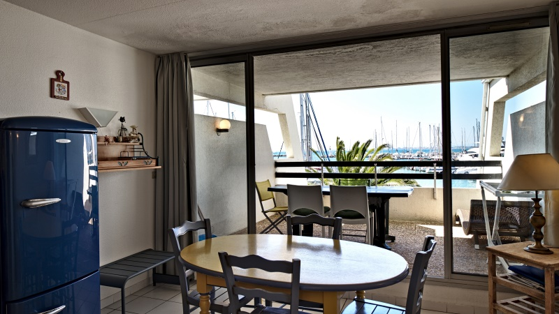 Photo salon et terrasse